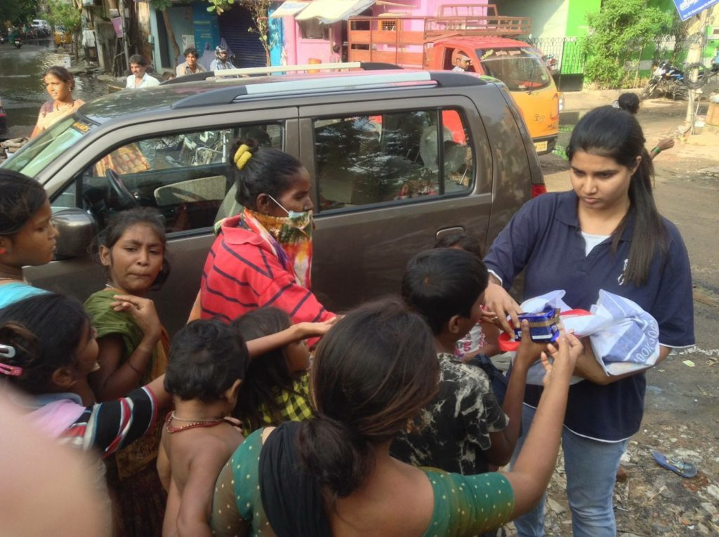 Suchitra-S-Rao-distributing-relief-supplies-to-People-during-Chennai-Floods-2015